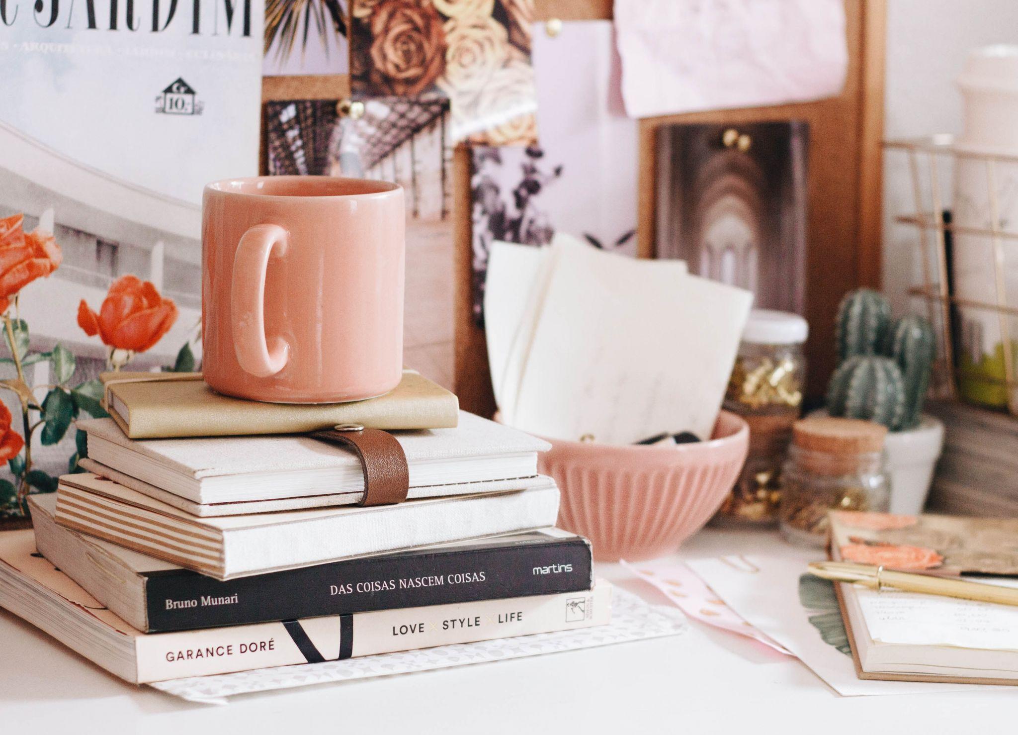 Books, Mug, Pastel, Pink, katiebwrites, katiewritesblog, katiewritesuk, katie writes blog, ©Katiewrites.co.uk