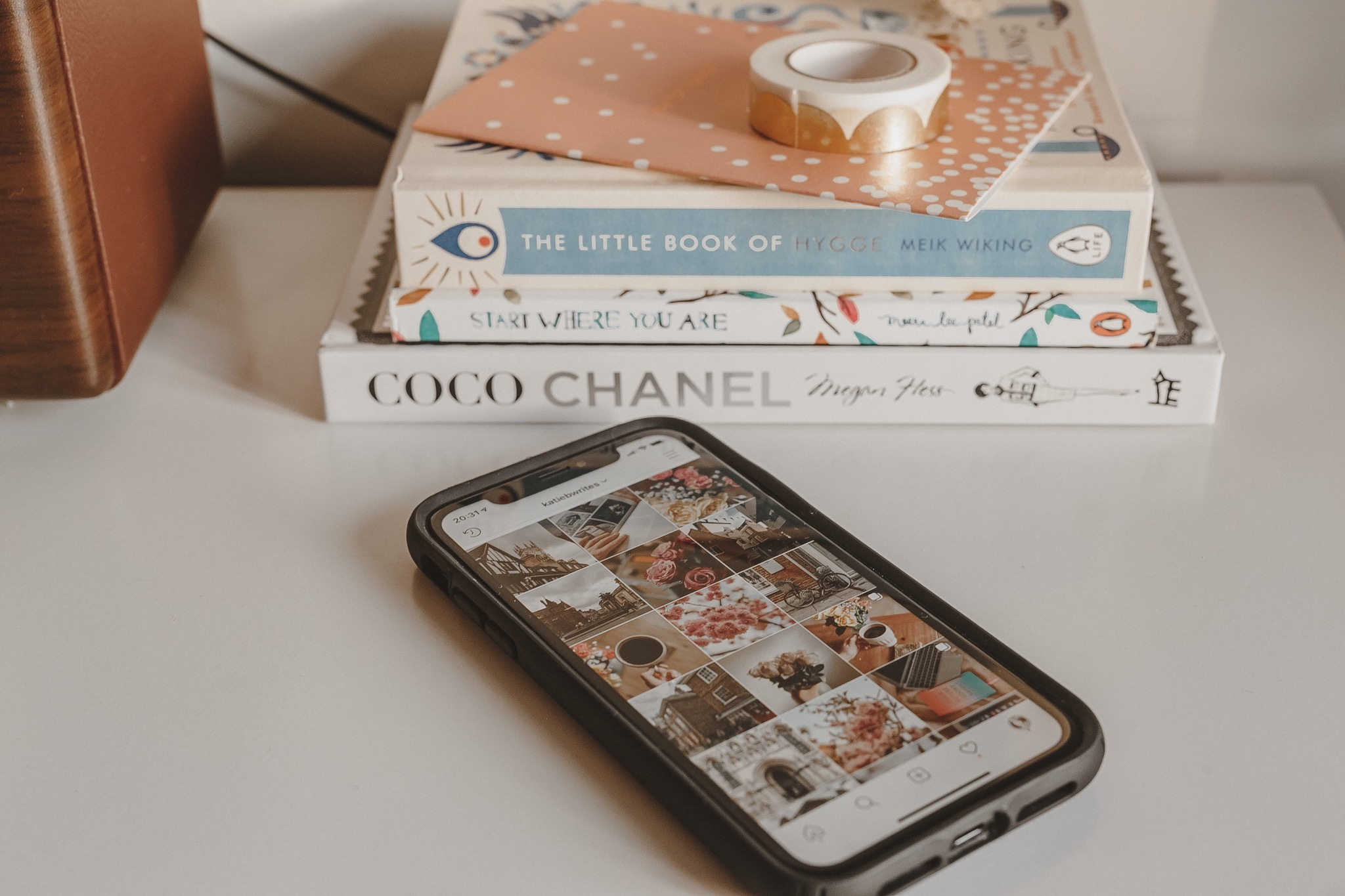 Flatlay, Stationery, Books, iPhone XR, iPhone, Instagram, Derbyshire Bloggers, British Bloggers, Katiebwrites, Katie Writes,
