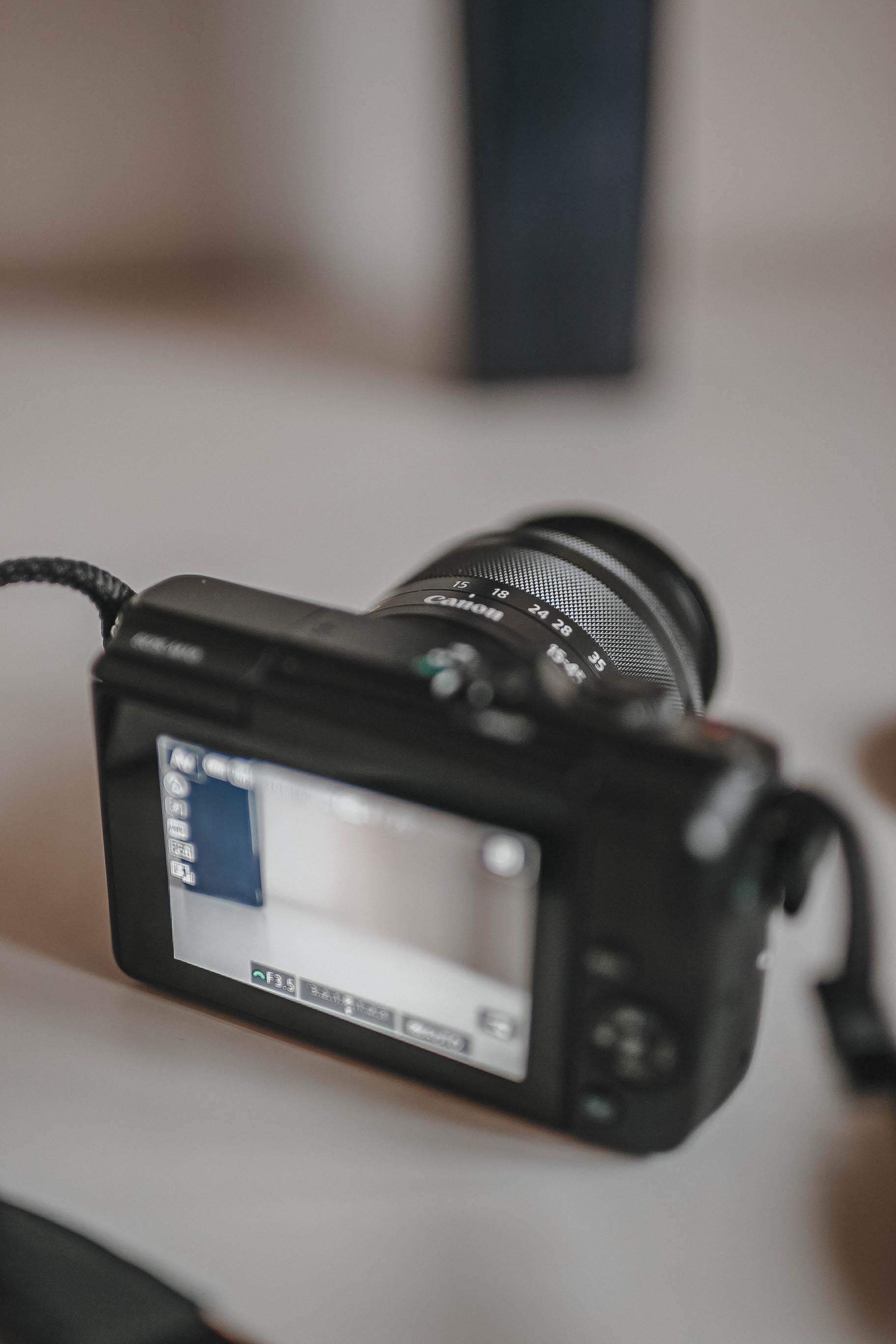 Canon M10, Mirrorless Cameras, Best cameras for blogging, Best blogger camera,