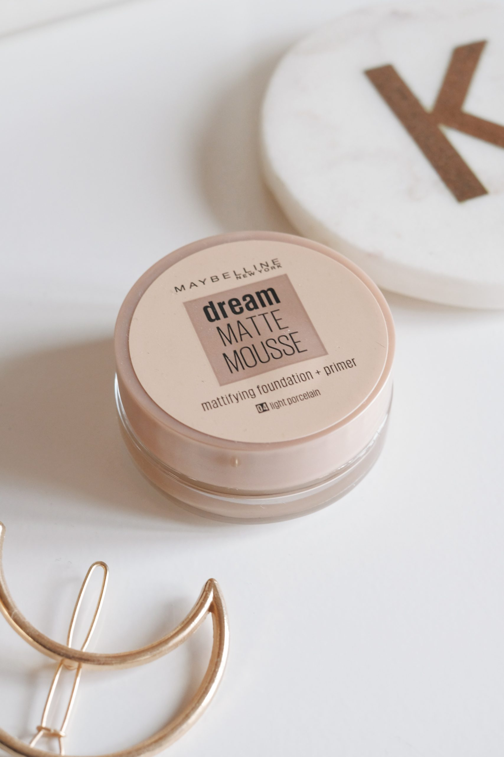Maybelline Dream Matte Mousse, 04 Light Porcelain, Pale skin foundations, Beauty bloggers, Maybelline Dream Matte Mousse Review, Dream Matte Mousse Review, Good foundations for pale skin, cheap foundations for pale skin,